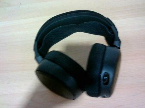 STEELSERIES ARCTIS PRO - GAMING HEADSET - HI-RES SPEAKER DRIVERS - DTS HEADPHONE:X V2.0 SURROUND