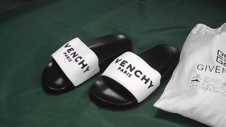 GIVENCHY PARIS BLACK/WHITE SLIDERS UK SIZE 6