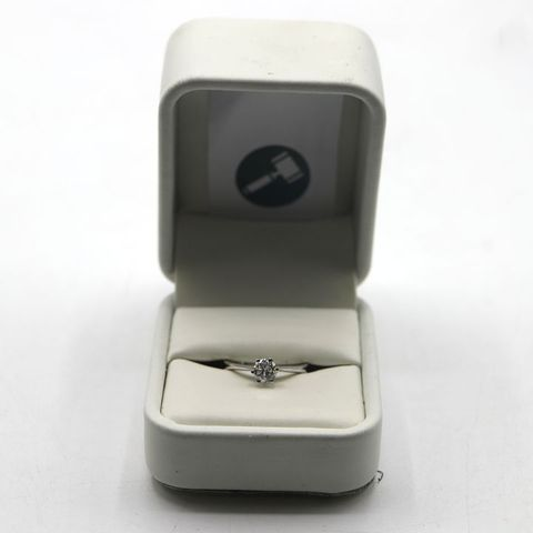 9ct WHITE GOLD SOLITAIRE RING SET WITH A DIAMOND WEIGHING +-0.51ct