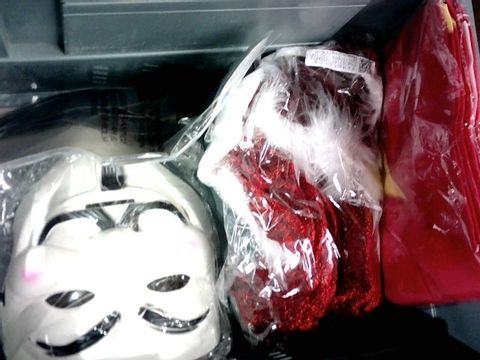 SMALL LOT OF HALLOWEEN MASKS/DRESS UP ACCESSORIES
