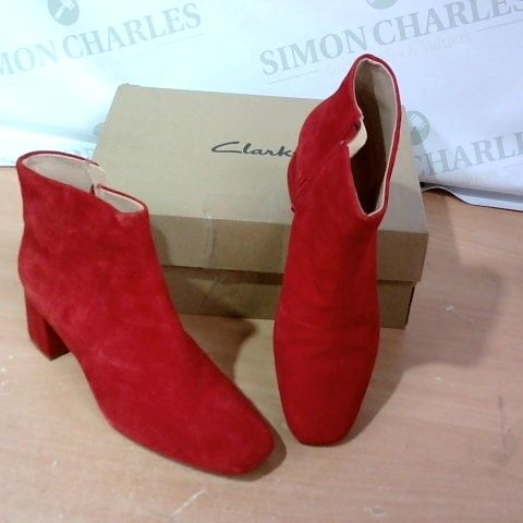 BOXED PAIR OF CLARKS - SIZE 7D