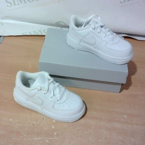 BOXED PAIR OF NIKE KIDS TRAINERS SIZE 7.5