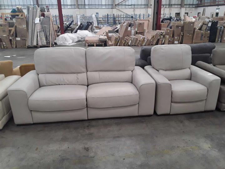 QUALITY ITALIAN BEIGE LEATHER UPHOLSTERED THREE SEATER POWER RECLINING SOFA AND ARMCHAIR