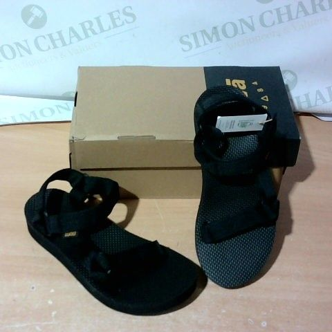 BOXED PAIR OF TEVA SANDALS SIZE 5