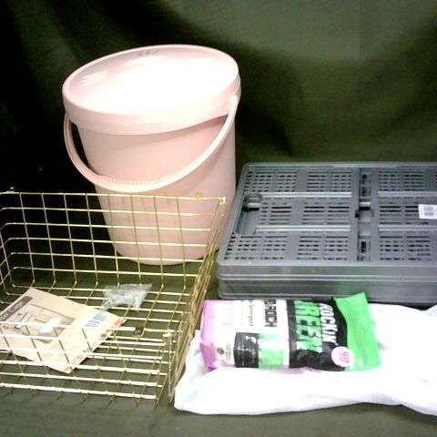 LOT OF 5 ASSORTED HOMEWARE ITEMS TO INCLUDE COLPSIBLE STORAGE CRATES, LETTER CAGE AND LAUNDRY DETERGENT