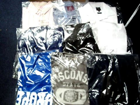LOT OF APPROXIMATELY 23 ASSORTED CLOTHING ITEMS TO INCLUDE; SHIRTS, SUIT JACKETS, TOPS ETC