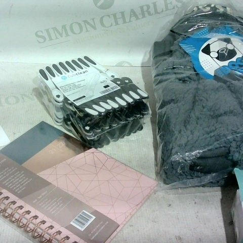 LOT OF APPROX. 15 ASSORTED ITEMS TO INCLUDE: NOTE BOOK, DOG BED, PEGS