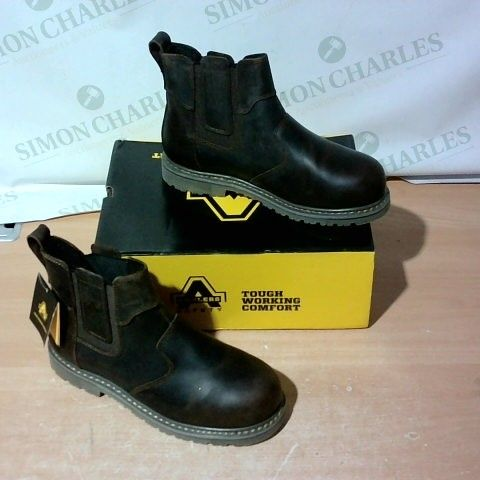 BOXED PAIR OF AMBLERS SAFETY BOOTS SIZE 8