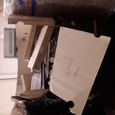 LARGE PALLET OF A SIGNIFICANT QUANTITY OF ASSORTED ITEMS TO INCLUDE AUDIO VISUAL DIRECT GLASS DRY-ERASE BOARD DIVIDER, ARTECHO STRECHED CANVASES,  HOME BEAUTY ALUMINIUM CUPBOARD SHEET ETC