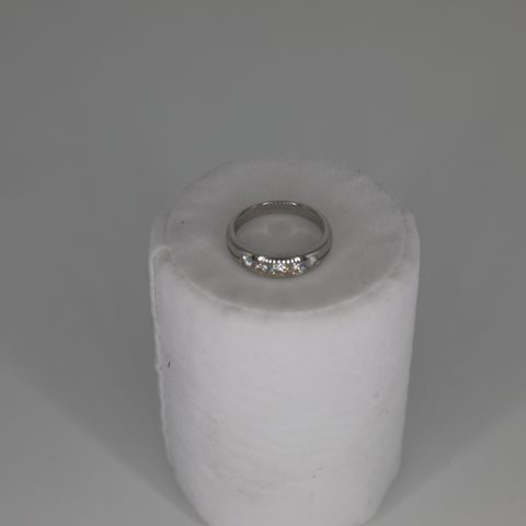 18CT WHITE GOLD FIVE STONE HALF ETERNITY RING SET WITH DIAMONDS WEIGHING +0.51CT