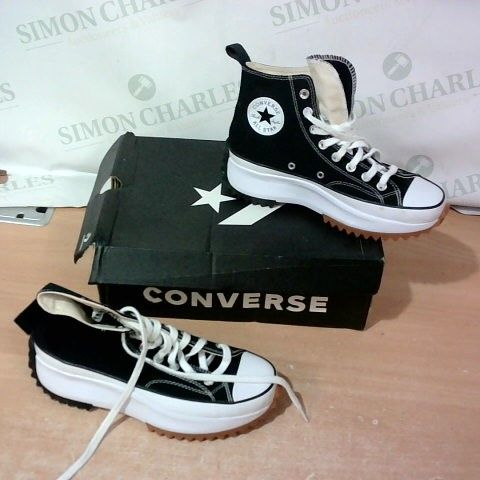 BOXED PAIR OF CONVERSE SIZE 6