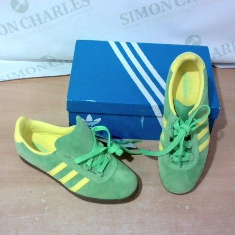 BOXED PAIR OF ADIDAS TRAINERS SIZE 4.5
