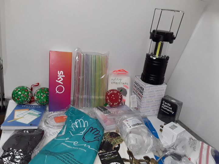 SMALL BOX OF ASSORTED HOMEWARE ITEMS TO INCLUDE SKY Q REMOTE, LANTERN, FACE MASKS, CHRISTMAS CARDS