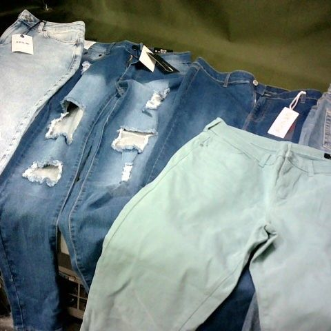 LOT OF 5 ASSORTED PAIRS OF JEANS IN VARIOUS SIZES TO INCLUDE URBAN BLISS, FASHIONNOVA AND NEW LOOK