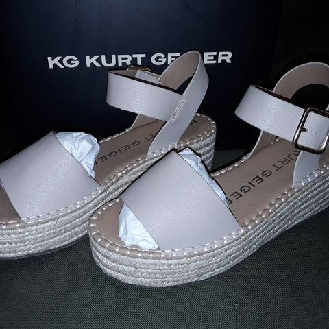 BOXED PAIR OF KURT GEIGER PIA BLUSH SYNTHETIC SHOES - 38
