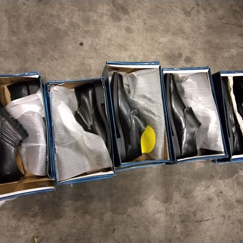 5 ASSORTED PAIRS OF MENS DREAMWALK SHOES