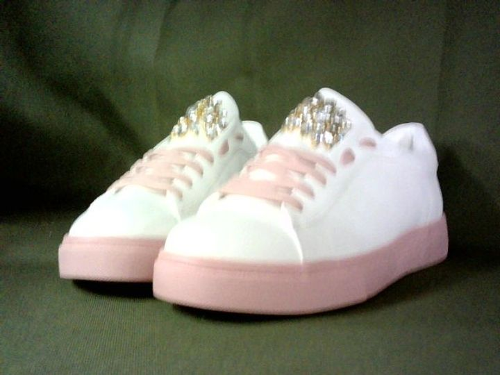 PAIR OF FLAT JEWEL DETAIL TRAINERS - EU SIZE 41