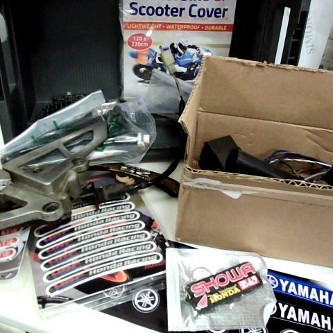 TRAY OF MOTOR CYCLE PARTS, TWIST GRIP, BADGES, STICKERS, GEAR CHANGE ASSEMBLEY, SCOOTER COVER, CHAIN.