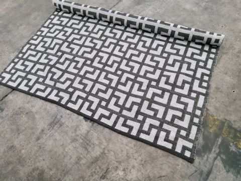 REVERSIBLE GEO CHARCOAL STYLE RUG APPROXIMATELY 160 X 230CM