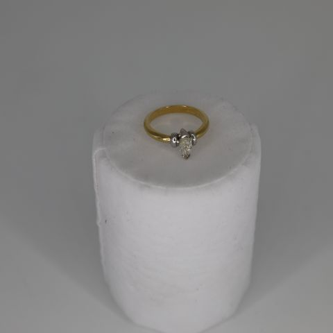 18CT GOLD SOLITAIRE RING SET WITH A MARQUIS CUT DIAMOND WEIGHING +0.72CT