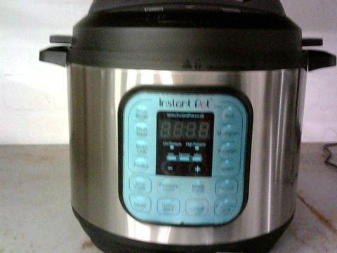 INSTANT POT DUO 7 IN 1 PRESSURE COOKER