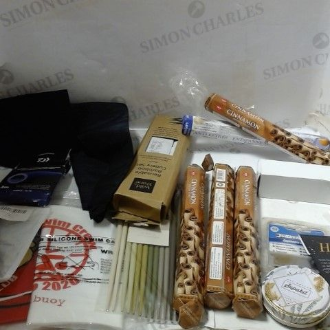 LOT OF ASSORTED HOUSEHOLD ITEMS TO INCLUDE; INCENSE STICKS, BAMBOO CUTLERY, BRUSHES ETC