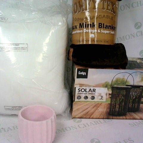 ASSORTMENT OF HOME ITEMS INCLUDING DUVET, FAUX MINK BLANKET 150 X 200CM, SOLAR LANTERNS AND PINK PLANT POT