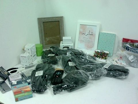SMALL BOX OF ASSORTED HOMEWARE ITEMS TO INCLUDE WORK GLOVES, PHOTO FRAMES, EXTENSION PLUGS