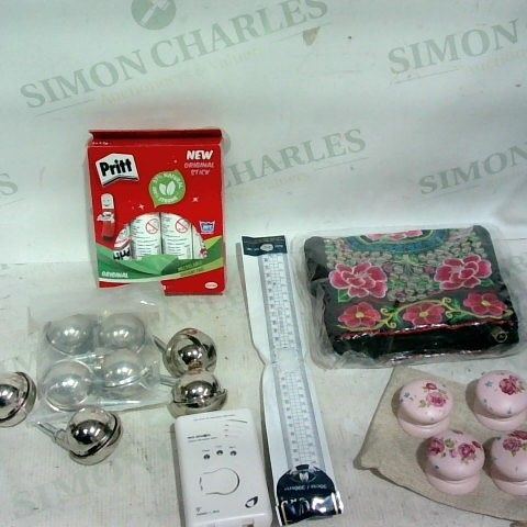LOT OF APPROX. 20 ASSORTED ITEMS TO INCLUDE: PACK 4 PRITT STICK, 4 DOOR KNOBS (PINK WITH ROSES), CARBON MONOXIDE ALARM