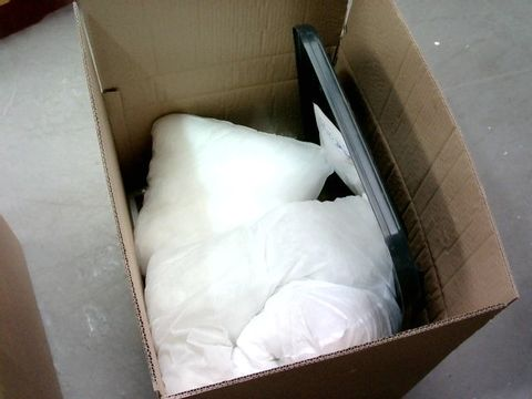 LOT OF 6 ASSORTED HOUSEHOLD ITEMS TO INCLUDE BLACK BIN LID, CUSHIONS, PICTURE FRAME ETC.