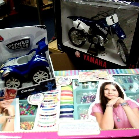 LOT OF APPROX 7 ASSORTED ITEMS TO INCLUDE: YAMAHA BIKE MODEL, CREATIVITY KIT - MAKE 50 BRACELETS, POWER FORCE RACERS CAR