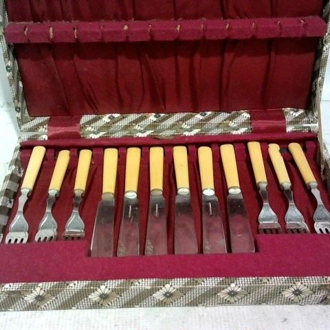 TRADITIONAL KAY & CO STAYBRITE FULL CUTLERY SET - 12 PIECE