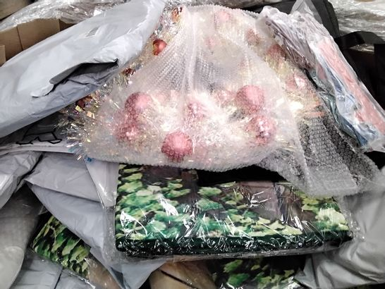 PALLET OF ASSORTED ITEMS INCLUDING GEL CUSHIONS, ARTIFICIAL WREATHS, COLLAPSIBLE LAUNDRY BAGS,