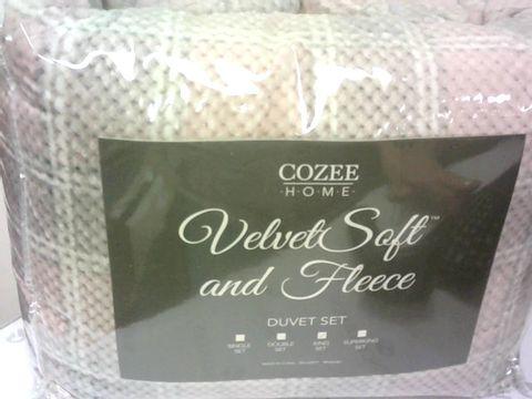 COZEE HOME LAKESIDE PRINT VELVETSOFT & FLEECE DUVET SET- KING SIZE, ROSE