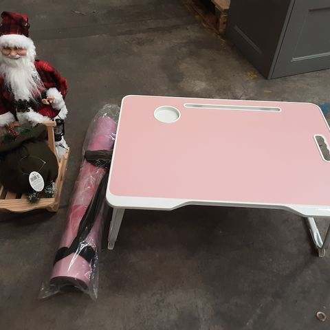 PALLET OF ASSORTED ITEMS TO INCLUDE VLIKEZE LAPTOP BED TABLE, FESTIVE SANTA AND SLEDGE DECORATION AND ELEVATED LOTUS YOGA MAT
