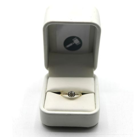 DESIGNER 18ct GOLD RING SEMI RUB-OVER SET WITH A DIAMOND, WITH DIAMONDS TO SHOULDER, WEIGHT +-0.68ct