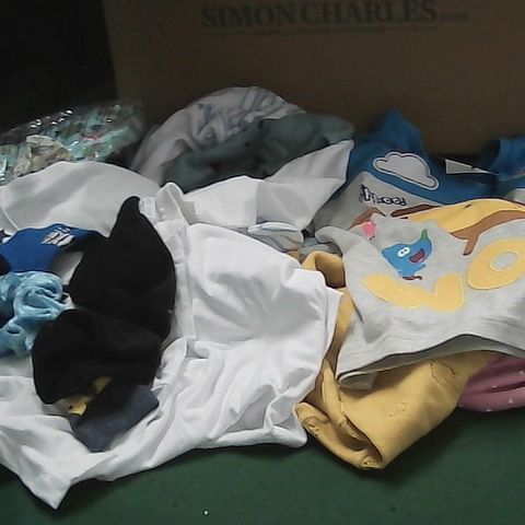 BOX OF ASSORTED BABY/TODDLER CLOTHING TO INCLUDE TOPS, SOCKS, CARDIGAN