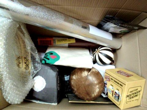 A MMEDIUM BOX OF ASSORTED HOME DECOR ITEMS