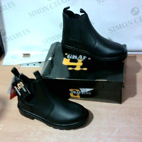 BOXED PAIR OF GRAFTERS SAFETY SHOES SIZE 8