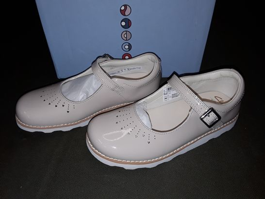 BOXED PAIR OF CLARK'S CROWN JUMP SHOES IN BLUSH - UK 12.5