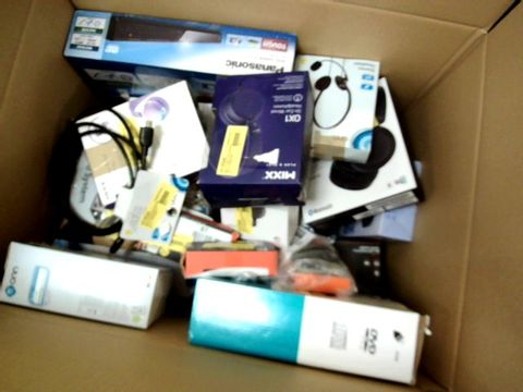 LOT OF APPROXIMATELY 35 ASSORTED ELECTRICAL ITEMS