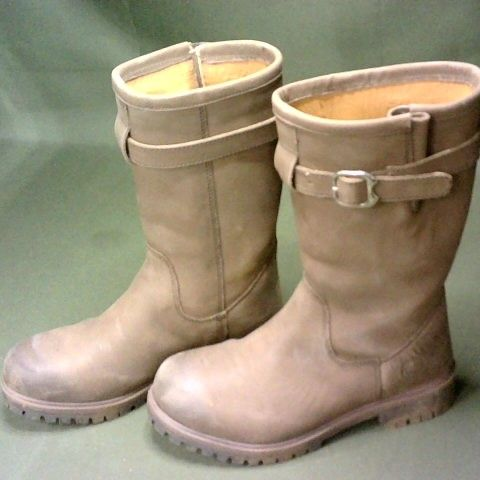 PAIR OF BROWN EQUESTRIAN THEMED BOOTS - 6