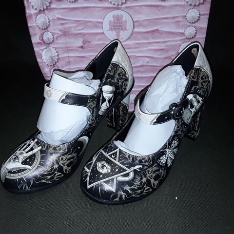 BOXED PAIR OF CHOCOLATICAS ESOTERIC SHOES - HCD 39
