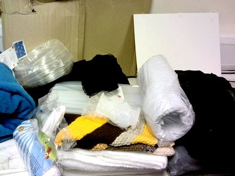 LOT OF APROXIMATELY 30 ASSORTED ITEMS TO INCLUDE: BLANKETS,MOP,HEADPHONE,BOTTLE
