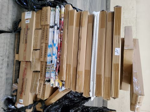 PALLET OF ASSORTED ITEMS, INCLUDING, FRAMELESS CANVASS PRINTS, GYM MATS, ARTIFICIAL FLOWERS.