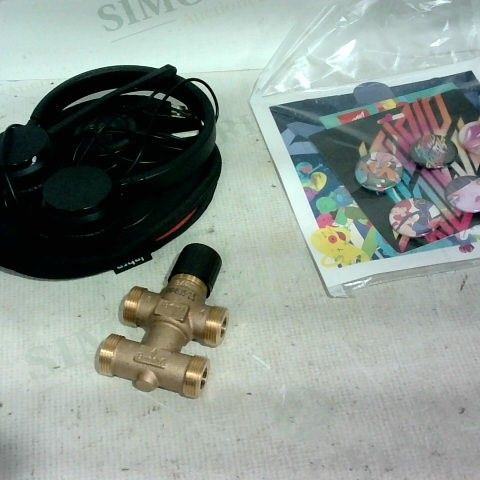 lot of approx. 11 assorted items to include: headphones/case, badges, pipe fitting