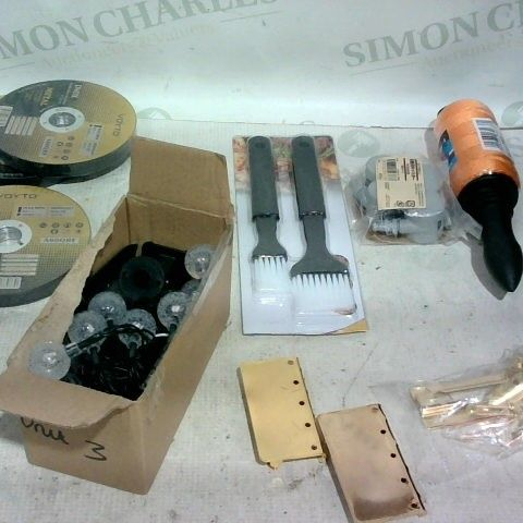 LOT OF APPROX. 20 ASSORTED ITEMS TO INCLUDE: SOLAR GARDEN LIGHTS, DOOR CHAIN/LOCK, METAL CUTTING DISKS