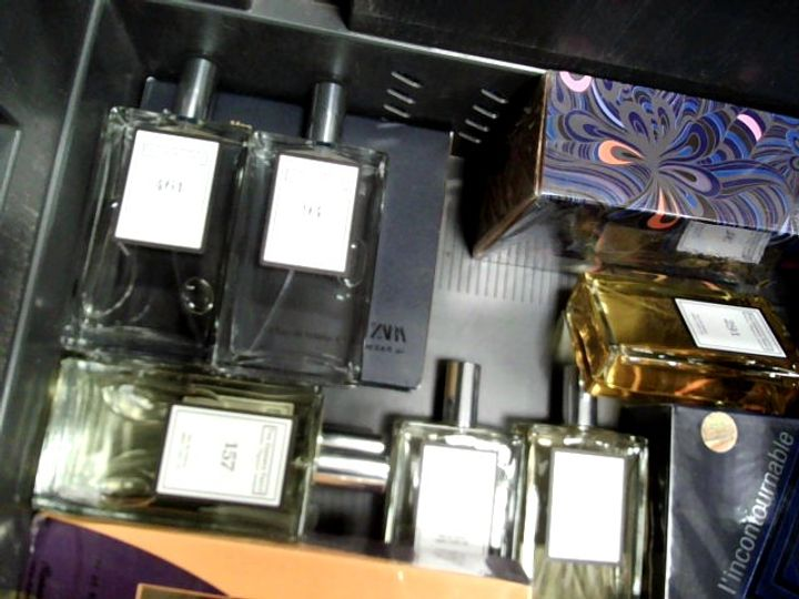 LOT OF APPROXIMATELY 15 ASSORTED FRAGRANCES TO INCLUDE: CHARLIE BLUE EDT, MORGAN DE TOI HOMME, MUSC NOIR NARCISO RODRIGUEZ FOR HER, ETC