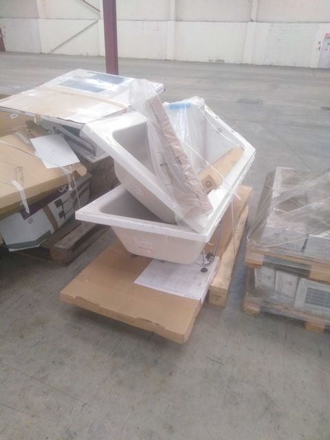 PALLET OF ASSORTED BATHROOM PRODUCTS TO INCLUDE; 2 BATH, SIDE PANEL AND ONEGA FIXED PANEL