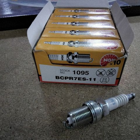 10 X NGK SPARK PLUGS 1095
